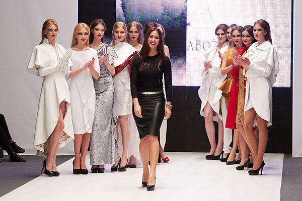 danijela bozic with models on belarus fashion week